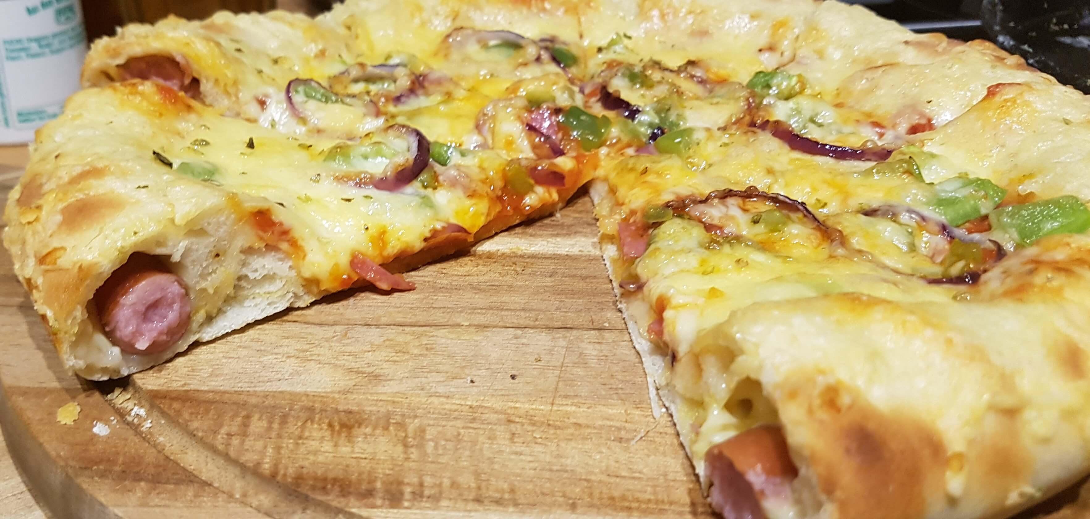 Hotdog Crust Pizza Anschnitt