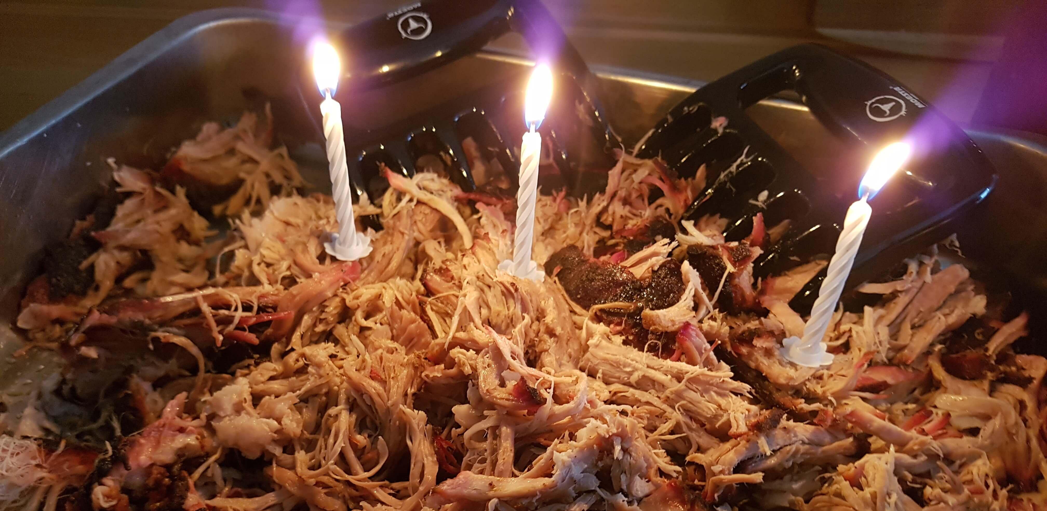 Pulled Pork mit Kerzen